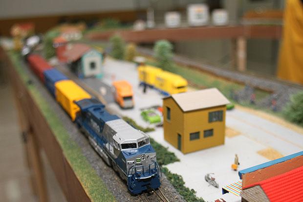 """""""Arte"""" de ferreomodelistas em Curitiba fica exposta na estação ferroviária: maquetes, miniaturas, réplicas e histórias de trem (foto: Franklin de Freitas)"""